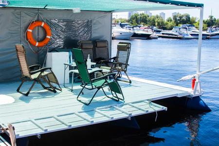 Vacaciones Y Estilo De Vida Lento Casa Flotante Buena Para