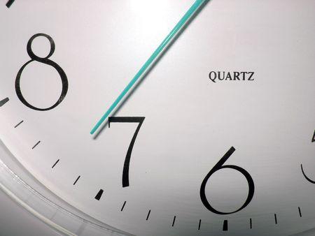 Klok met blauwe hourhand