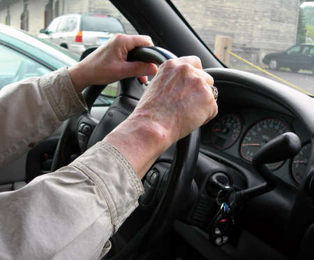 man driving: Conductor de edad avanzada Foto de archivo