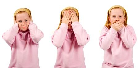 evil girl: sentire alcun male, non vedere il male, non parlano male, ragazza isolata su sfondo bianco Archivio Fotografico