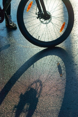 shadow of Bicycle on the road, a Bicycle wheel on the pavement Stockfoto