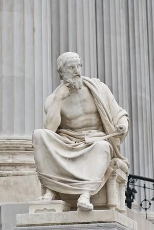 deesse grecque: les sculptures c�l�bres autour du Parlement autrichien d�di� � la d�esse grecque Ath�na Pallas