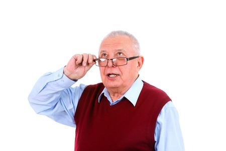 gezichts uitdrukkingen: Senior volwassen man op zoek up, Menselijke emoties en gezichtsuitdrukkingen, geïsoleerd op een witte achtergrond Stockfoto