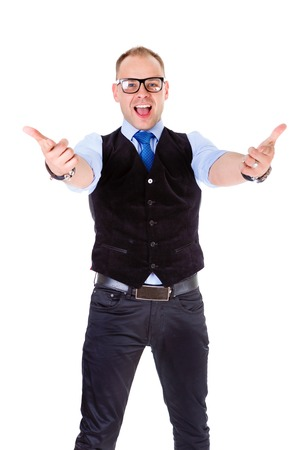 alzando la mano: Atractivo hombre de negocios sonrisa feliz en empate chaleco negro y gafas. Mostrar las manos a la c�mara aislada en blanco positiva expresi�n facial emoci�n humana
