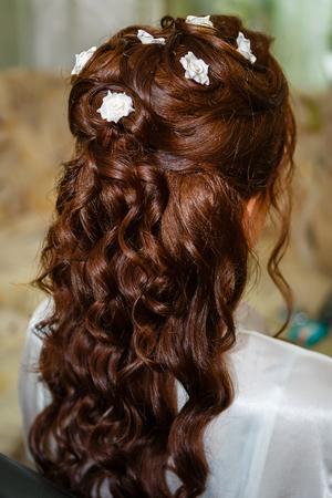 bridal hair: Beautiful bride posing in her wedding day, Bridal Hair Style