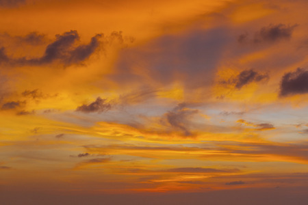 couleur orange: sky with orange color