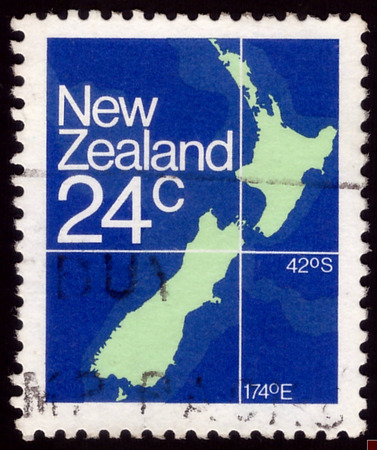 stempel: NEW ZEALAND - CIRCA 1982: A stamp printed in New Zealand, shows a map of New Zealand, circa 1982