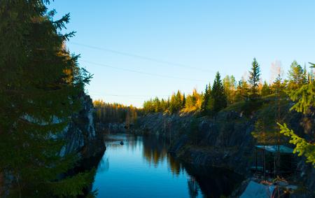pit fall: Tourists un Ruskeala (Suayarvi, Karelia, Russia)