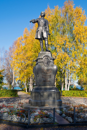 Peter the Great, the founder of Petrozavodsk. Monument stands on the Onezhskaya Embankment, near the port. Autumn leaves reinforce a sense of the greatness of the Reformers figure (retouched)
