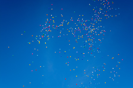 farewell party: Hundreds of colorful balloons are flying through the blue cloudless sky