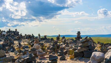 Pyramids of stones in the Murmansk tundra. They say that to make a wish come true, you need to collect your pyramid, and it should not fall. Zdjęcie Seryjne