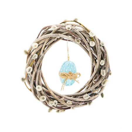 Easter wreath decorated with pussy willow branches and blue Easter egg on white background. Easter celebration concept. Copy space for text Foto de archivo