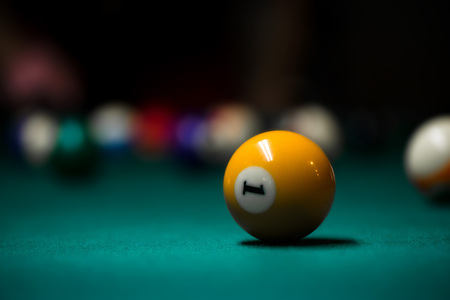 Sport billiard balls on green billiard table in pub. On going billiard game. Competitive players trying to find out the winner of the round. . Archivio Fotografico
