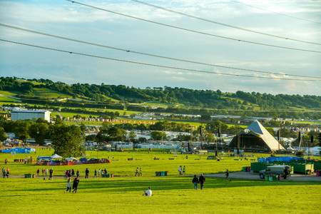 A view of the Pyramid stage as people arrive at the Glastonbury festival 2015. Banco de Imagens