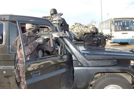 soldiers get patrol with jeep