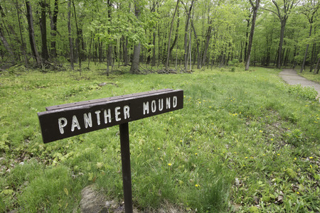 Sign marking a Panter mound built centuries ago by Wisconsi Native Americans. Stok Fotoğraf