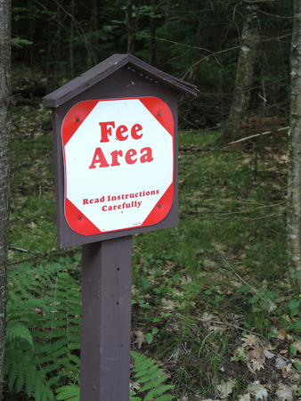 fee: Sign declaring Fee Area, which means those who park at this parking lot at a trailhead must pay a daily use fee.