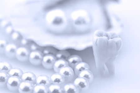 implant: Healthy teeth concept. Real human wisdom tooth and natural pearls in an oyster shell. SHDOF blue colord image