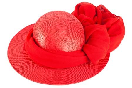 shawl: Vrouw zomer rode stro muts en sjaal geïsoleerd op witte achtergrond Stockfoto
