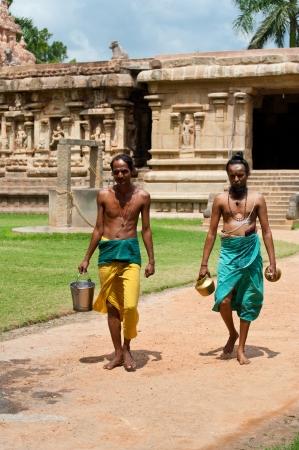 THANJAVUR (TRICHY), INDIA - FEBRUARY 13: Hindu Brahmins with religios attributes going to ceremony dedicated to Shiva at Gangaikonda Cholapuram Temple on February 13, 2013 Thanjavur, Tamil Nadu, India Stock Photo - 20399887