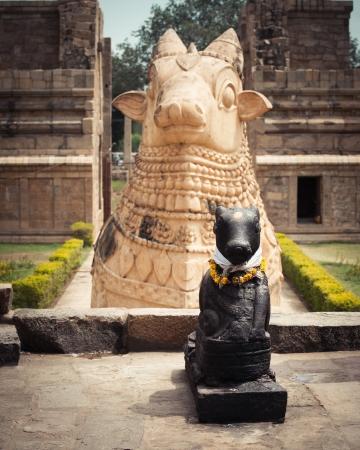 nandi: Statue of Nandi Bull in front of Gangaikonda Cholapuram Temple. South India, Tamil Nadu, Thanjavur (Trichy) Stock Photo