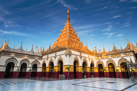 Golden Mahamuni Buddha Temple. Amazing architecture of Buddhist Temples at Mandalay. Myanmar (Burma) travel landscapes and destinations Stok Fotoğraf