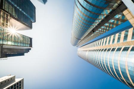 locales comerciales: Vista abstracta del paisaje urbano futurista con modernos rascacielos. Hong Kong Foto de archivo