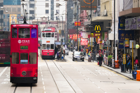 香港 - 2015 年 1 月 17 日: 香港灣仔で有名な路面電車都市景観ビュー
