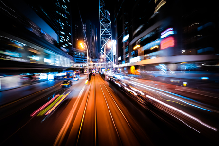 交通: 運動の抽象的な街並みトラフィック背景ぼかし、アート調色します。ライトアップされた高層ビルと近代的な街を移動します。Hong Kong 写真素材