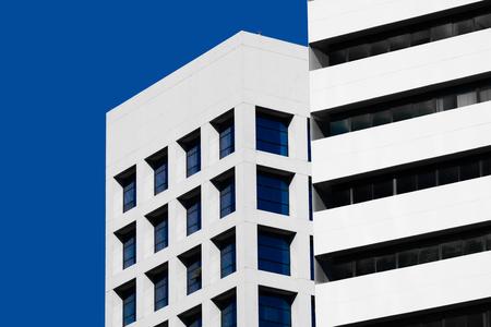 Fachada: Mínimo Fondo abstracto arquitectura de estilo. Detalle moderno de la fachada del edificio en el cielo azul