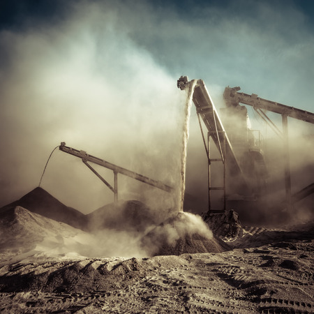 Industrial background with working gravel crusher Banque d'images