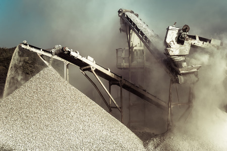 Industrial background with working gravel crusher Stockfoto