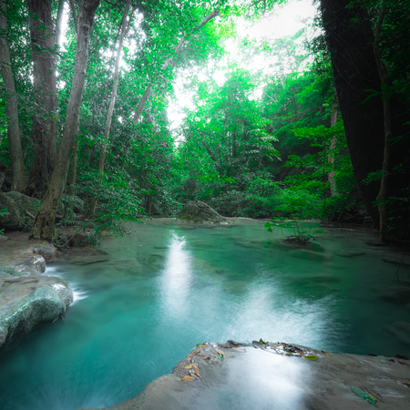 Jungle landscape with flowing turquoise water of Erawan cascade waterfall at deep tropical rain forest. National Park Kanchanaburi, Thailand Archivio Fotografico - 101504168