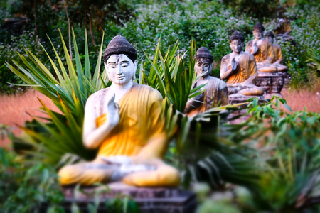 Tilt shift blur effect. Amazing view of lot Buddhas statues in Loumani Buddha Garden. Archivio Fotografico - 115909415