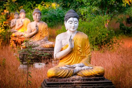 Amazing view of lot Buddhas statues in Loumani Buddha Garden. Hpa-An, Myanmar (Burma) travel landscapes and destinations 版權商用圖片
