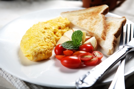 omelette: Healthy Low fat breakfast has Vegetable omelet and fruit.
