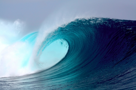 surfing wave: Blue ocean tropical surfing wave