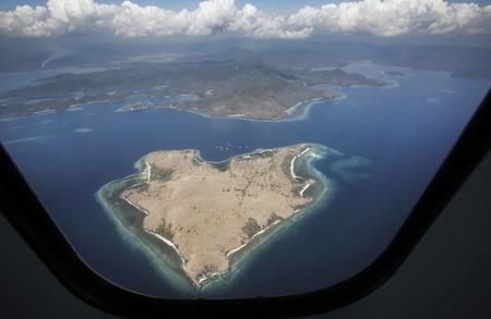 Heart shaped island viewed from plane in Nusa Tenggara, Indonesia Foto de archivo