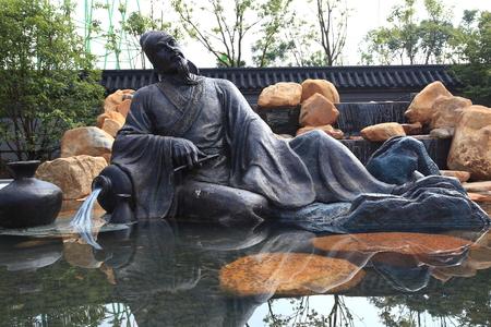 An outdoor statue of Li Bai