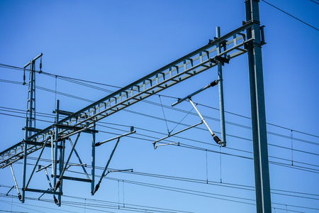 Overhead power lines to power electric trains