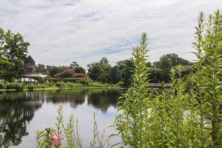 RICHMOND, VIRGINIA, USA - JUNE 2016 Lewis Ginter Botanical Garden 版權商用圖片 - 140375573