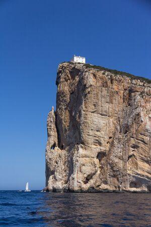View from the sea on Cape Capo Caccia on the way to Neptune Cave, near Alghero city of Sardinia, Italy 版權商用圖片 - 130744522