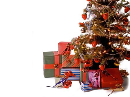festividad: Christmas tree with decorations, lights and gifts.