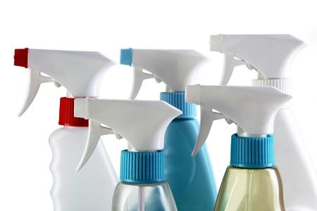 industria quimica: Limpieza de botellas de aerosol aislados en un fondo blanco.