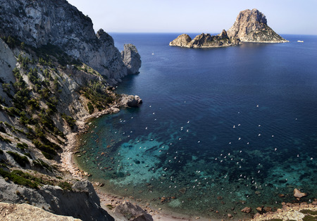 es: It is Vedr is an islet off Ibiza in the Balearic Islands is part of the Natural Park of Spain39s Vedr