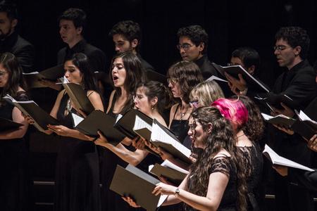 Buenos Aires, Argentinië - 01 / december / 2016. Symfonische zaal in de CCK. CABA.MusicaQuantica   Chamber voices, is een van de meest opvallende koren in Argentinië. Opgericht in 2006 door onze huidige directeur Camilo Santostefano, gevormd door studenten en gradua Redactioneel