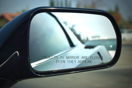 Car auto side miror things appear closer 스톡 콘텐츠