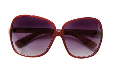 rimmed: Gafas de sol con montura roja sobre fondo blanco
