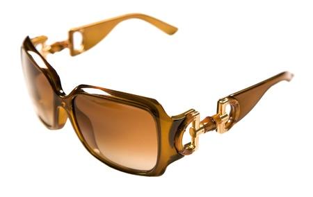 rimmed: Gafas de sol con montura de color caramelo aislados en blanco Clipping camino incluido fondo