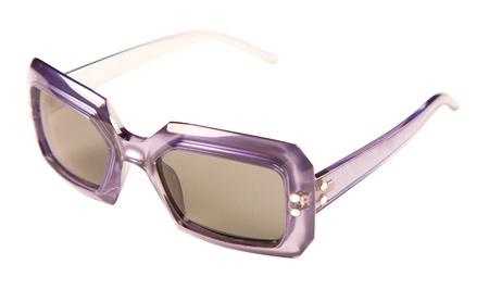rimmed: Transl�cidos p�rpura gafas de sol de montura vintage aislados sobre fondo blanco. Camino de recortes incluido.